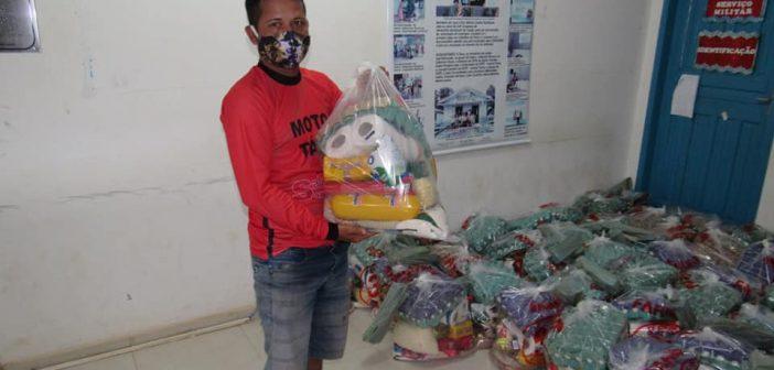 Prefeitura de Limoeiro entrega cesta básica aos mototaxistas para fortalecer o enfrentamento ao covid-19.